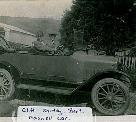 07c Cliff, Shirley, Bert. Maxwell car