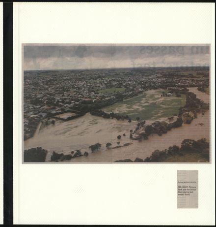 Page 11: Album: 2004 Flood