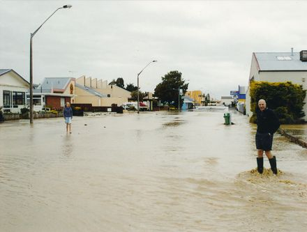 Bowen Street - 2004 Flood