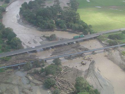 Flood 2004 - Aorangi Bridge